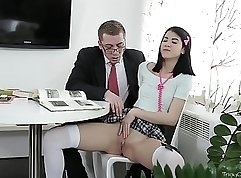 Brunette coed Veronica Rossi gets her pussy eaten by the teacher