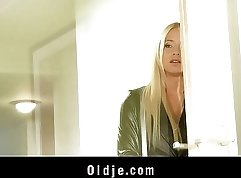 Blonde Whore Pearl Visconti Slaping Off And Pouncing