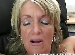 blue eyed mature has her twat stretched