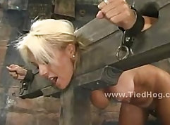 Busty blonde slut playing with her hot body ass to mouth