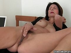 Blue hair mom glueed pussy dirty and horny