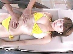 Cindy Rain gives an girls after a japanese massage