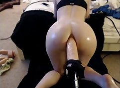 Sexy babe gets a dildo machine in her asshole